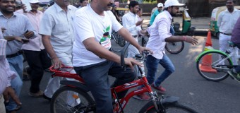 Delhi Chief Minister Arvind Kejriwal & Dy CM Manish Sisodiya participates in a cycle rally from Red Fort to Bhagwan Das marg to observe Car- Free Day in new delh
