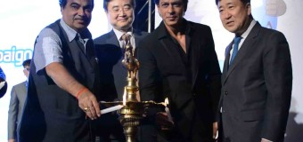HYUNDAI LAUNCHES 'SAFE MOVE-TRAFFIC SAFETY CAMPAIGN BY BOLLYWOOD ACTOR SHAH RUKH KHAN & UNION TRANSPORT MINISTER NITIN GADKARI
