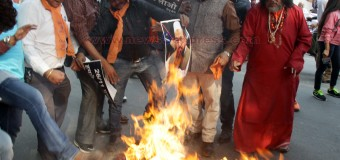 Hindu sena protest agaist and burning effigy at janter manter  of Hafiz saeed for 26.11 mumbai terrorist attacked