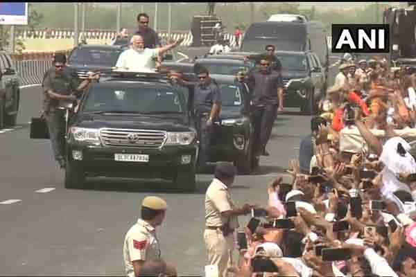 pm modi new delhi road show